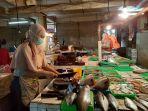 yanti-penjual-ikan-di-pasar-pondok-gede-kota-bekasi.jpg