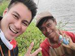 youtuber-ternama-baim-wong-memberikan-uang-senilai-jutaan-rupiah-kepada-seorang-nelayan.jpg