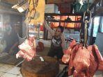 zuhdi-pedagang-daging-sapi-di-pasar-kopro-tanjung-duren-jakarta-barat-1.jpg