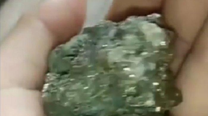 Batu Material Dikabarkan Bercampur Emas, Warga Pematang Rahim Heboh 'Serbu' Bahan Proyek Desa