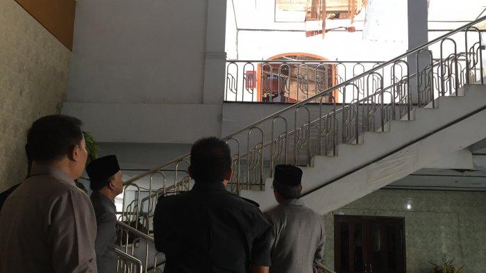 Atap Gedung DPRD yang Roboh, Baru Dua Minggu ke Depan Diperbaiki