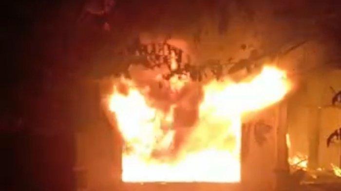 Kebakaran di Kayu Aro, Satu Keluarga Alami Luka Bakar dan 2 Mobil Terbakar