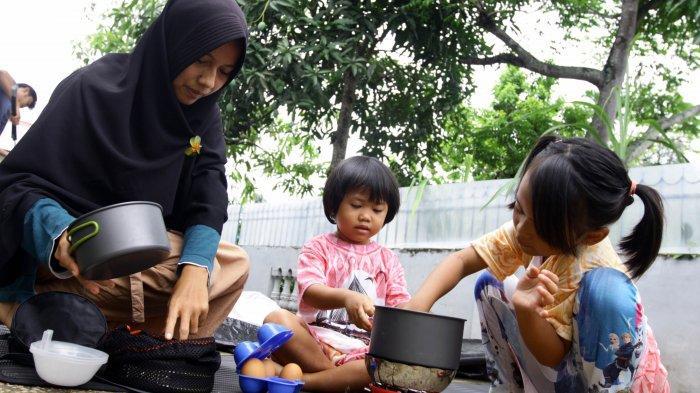 Bangun Kedekatan Keluarga dengan Berkemah Bersama Anak
