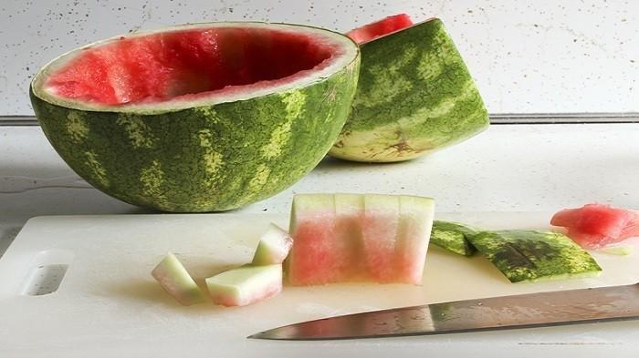 Kulit Semangka yang Anda Makan Jangan Dibuang, Bisa Bermanfaat Untuk Kebugaran dan Obat Kuat