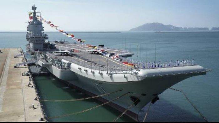 Kapal Induk China Shandong. Gugus tugas kapal induk Shandong milik Angkatan Laut China baru-baru ini melakukan latihan rutin tahunan di Laut Cina Selatan.