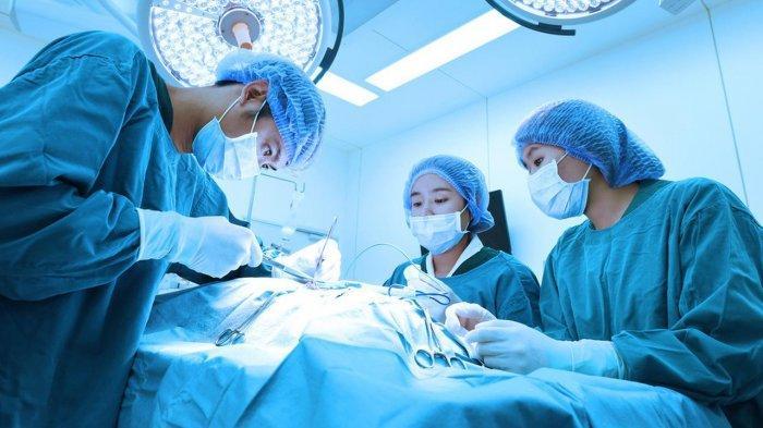 Banyak yang Tidak Tahu, Ternyata Ini Penyebab Dokter Bedah Selalu Kenakan Kostum Hijau atau Biru!