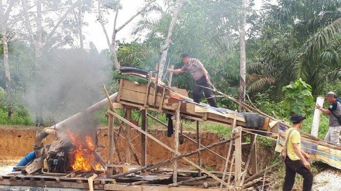 Beraktivitas di Hutan Adat, Ratusan Warga Desa Baru Perentak Bakar Alat Berat PETI