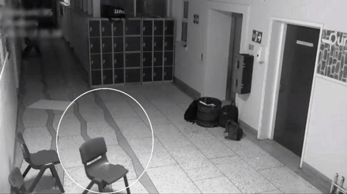 Misteri Teror Ketuk Pintu Hantui Warga, Bau Amis Menyengat hingga Sosok Putih Melintas