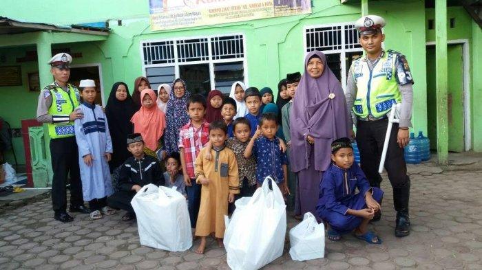 Ditlantas Polda Jambi Berbagi Puluhan Takjil di Panti Asuhan Al Ikhlas
