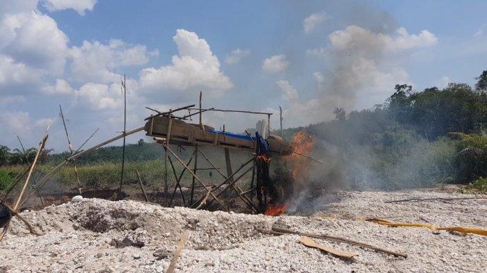 Razia PETI di Merangin, Penambang Emas Kabur Petugas Bakar Alat Dompeng