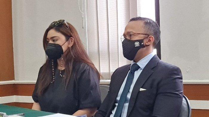 Di Sidang Mediasi, Thalita Latief Ngaku Dilempar HP Dennis Lyla Sampai Gigi Patah di Depan Anaknya
