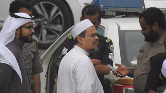Video Habib Rizieq Shihab & Menatu di Pemakaman Mbah Maimun