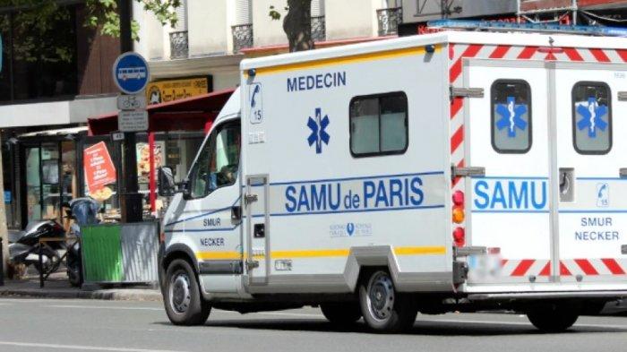 Emak-emak Terkapar Ditabrak Ambulans, Saksi Mata : Emak-emak Pemotor Beat Itu Nekat Melintas