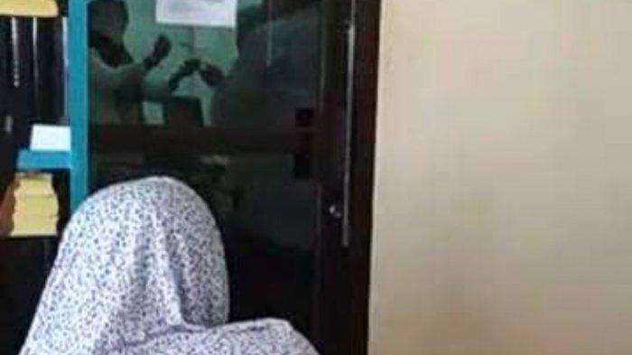 VIDEO - Merasa Diabaikan, Warga yang Ngantre Rekam Acara Ulang Tahun Diduga di Kantor Dukcapil