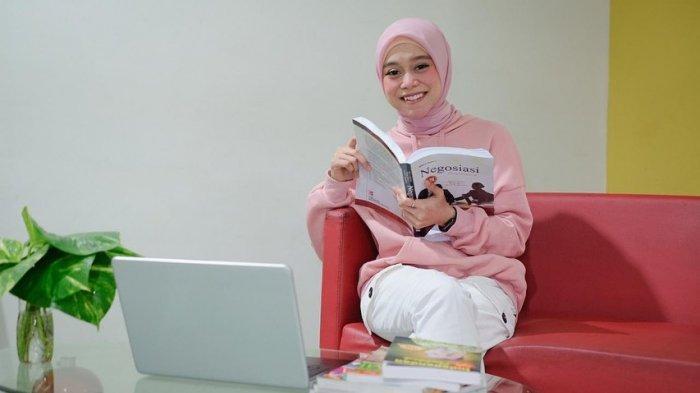 Sendal Lesti Kejora Mendadak Jadi Sorotan, Netizen Syok Saat Tahu Harganya: Sendal Swallow Minggir!