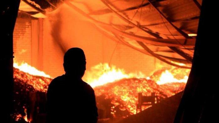 Pabrik Kopi AAA di Payo Selincah Kota Jambi Terbakar