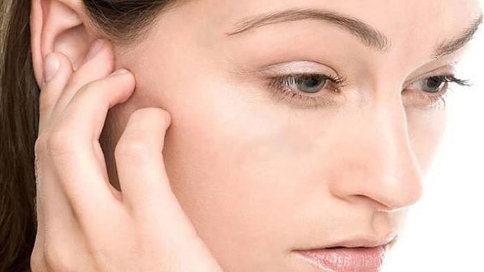 Cara Mengatasi Telinga Kemasukan air - Pakai Obat Tetes Telinga, Pakai Pengering Rambut, Bekam