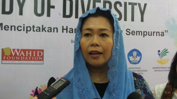Yenny Wahid Putri Abdurrahman Wahid atau akrab disapa Gus Dur minta sesepuh PKB ingatkan Cak Imin.