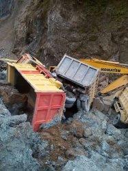 GALERI FOTO: Galian C Bukit Cibadak Mendadak Longsor,Pekerja Berhamburan
