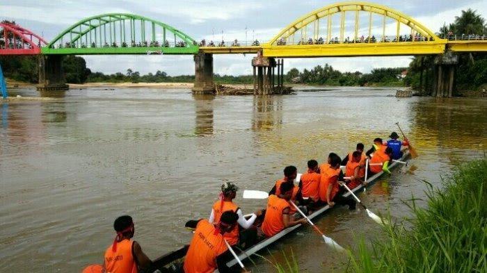 Jangan Ketinggalan, Besok Ada Lomba Pacu Perahu di Jembatan Beatrix Sarolangun