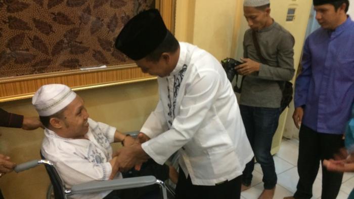 Diberi Kursi Roda, Abdul Rauf tak Lagi Jalan Merangkak