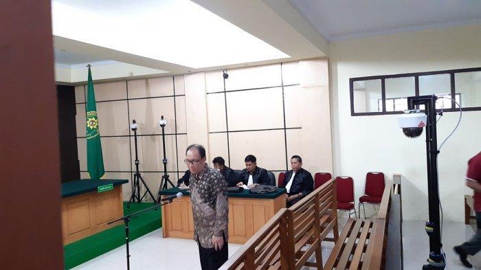 Menunggu Effendi Hatta, Zainal Abidin dan Muhammadiyah, Sidang Vonis Asiang Molor hingga Sore