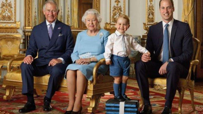Kerajaan Inggris juga pernah merilis foto Ratu Elizabeth II bersama Pangeran Charles, William, dan George pada awal 2016. (Ranald Mackechnie/PA via Daily Mirror)