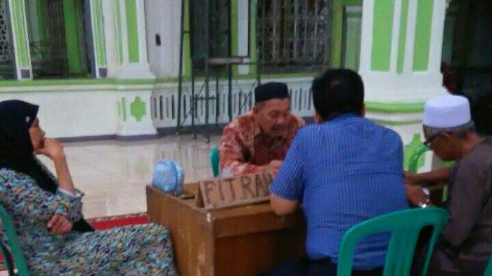 Pemudik Bayar Zakat di Masjid Alfalah Sarolangun