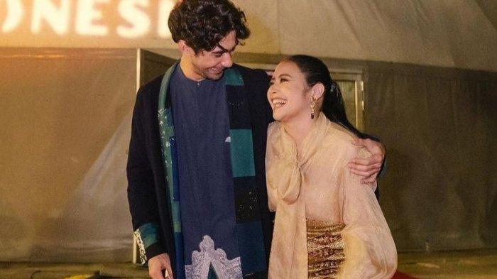 Prilly Latuconsina Beri Tanda Cinta ke Reza Rahardian, Nasib Irzan Faiq Cuma Bisa Posting Foto Ini