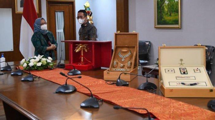 12 Item Hadiah Dari Raja Salman Untuk Jokowi Semua Barang Mewah, Bakal Disimpan di Museum