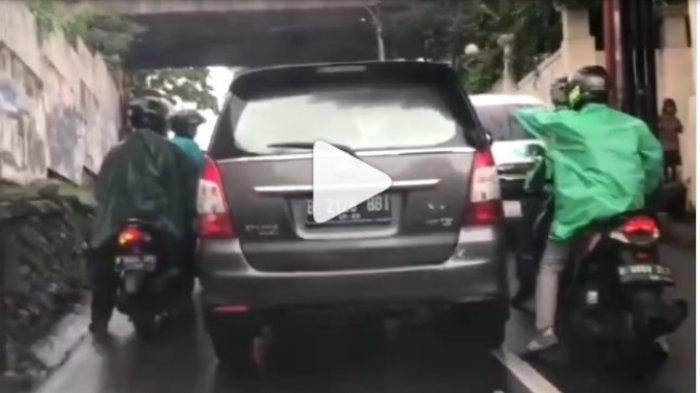 "Fakta Dibalik Video Viral Mobil Dilempari Batu dan Diteriaki ""Maling"", Tertangkap Dekat McD"