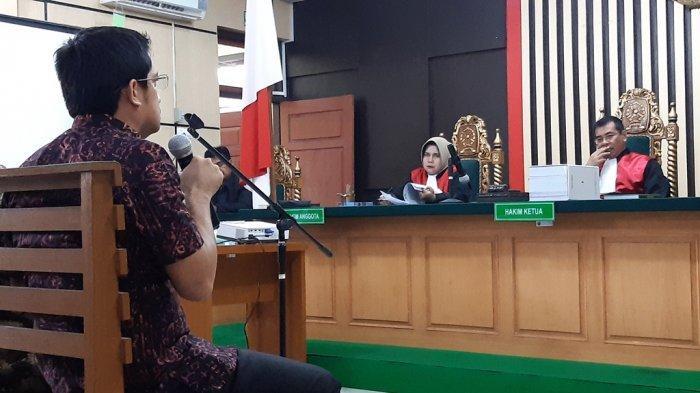 Bersaksi untuk Asiang, Asrul Dicerca Hakim Soal Uang Rp5 Miliar