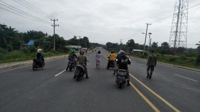 Mama Muda Gendong Bayi Coba Bunuh Diri di Tengah Jalan Lintas Tebo-Bungo, Kisah Tragis Keluarga