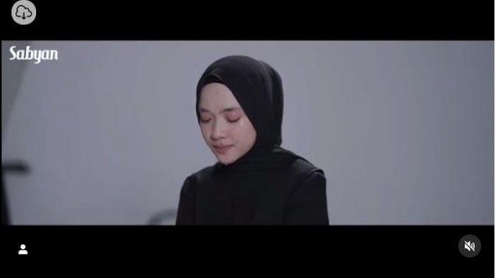 Nissa Sabyan Hadiri Pernikahan Kerabat, Netizen Beri Sindiran Menohok : Kok Perutnya Buncit
