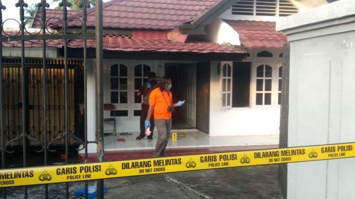 Lokasi penemuan mayat wanita di Kelurahan Lebak Bandung, Kota Jambi Kamis (13/5) pagi