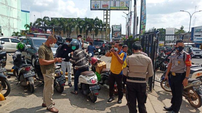 Lokasi penusukan SPG susu di depan mall Kota Jambi, Rabu (12/4)