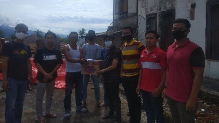 Galang Dana, Pemuda Dua Desa Koto Iman Bantu Korban Kebakaran Pondok Beringin