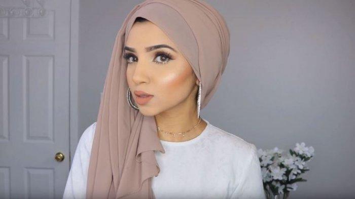 Tutorial Hijab Turban Pesta Ala Saima Khan Dengan Anting Hoop Bisa Banget Untuk Pemula Tribun Jambi