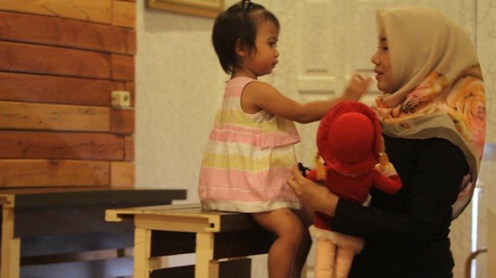 Moms Wajib Tahu! Bayi Ternyata Bisa Meniru Ketekunan yang Ditunjukkan Padanya