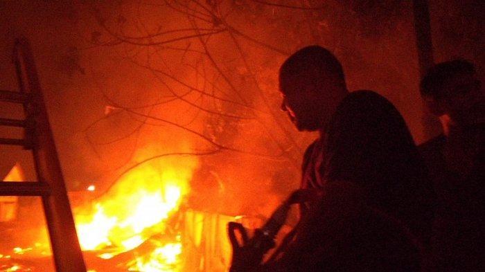 Belasan Kios di Pasar Keramat Tinggi Batanghari Terbakar, Diduga Akibat Korsleting Listrik