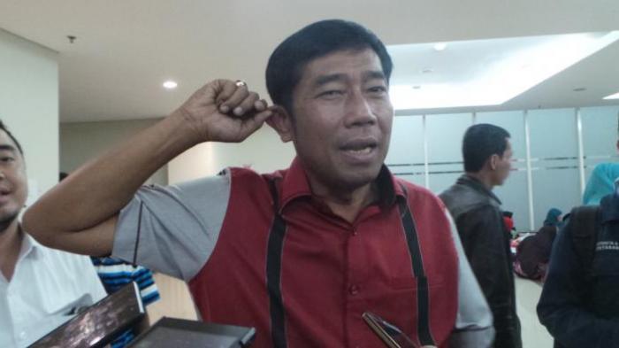 Wakil Ketua DPRD DKI Jakarta Abraham Lunggana alias Lulung protes balihoya ikut dicopot TNI.