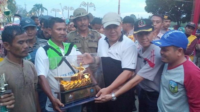 Fajar Junior Juarai Pacu Perahu Festival Beatrix Sarolangun