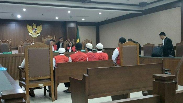 12 Terdakwa Kerusuhan 21-22 Mei Sidang Perdana Didakwa Ujaran Kebencian hingga Kekerasan pada Aparat