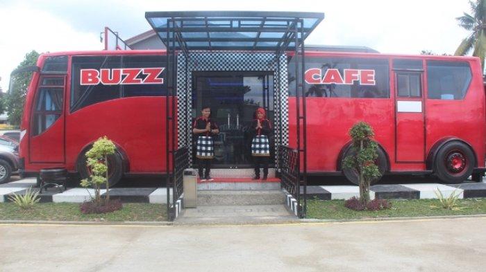 Kuliner Jambi-Buzz Cafe, Sensasi Menyantap Menu Bali dan Jambi Dalam Bus
