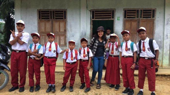Hari Pertama Sekolah Anak-anak Orang Rimba Suku Pedalaman di Jambi, Bepanau Sebut Ingin Jadi Dokter