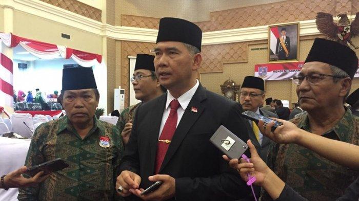 Walikota Jambi Tampak Lebih Gagah Kenakan Dasi Berwarna Merah