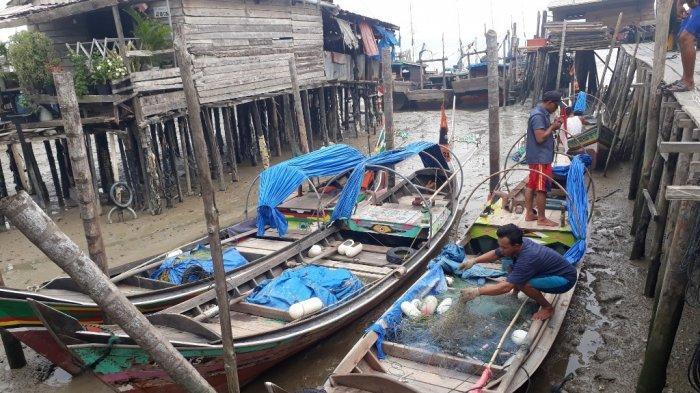 Meski Dikepung Kabut Asap, Nelayan di Kuala Tungkal Tetap Melaut