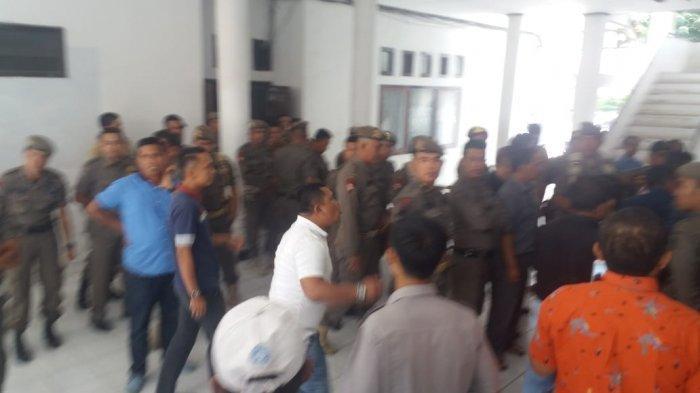 Gara-gara Paket Proyek, Kontraktor Ngamuk di Kantor ULP Kerinci, Kursi Dibanting Pintu Dipukul