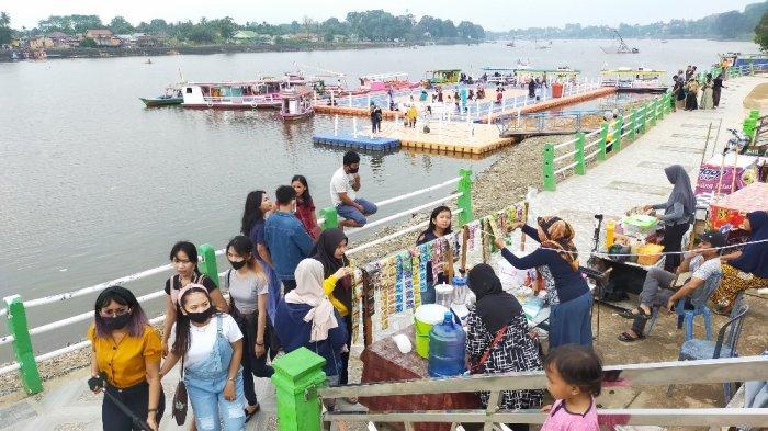 Akhir Pekan, Wisata Danau Sipin di Kota Jambi Ramai Pengunjung