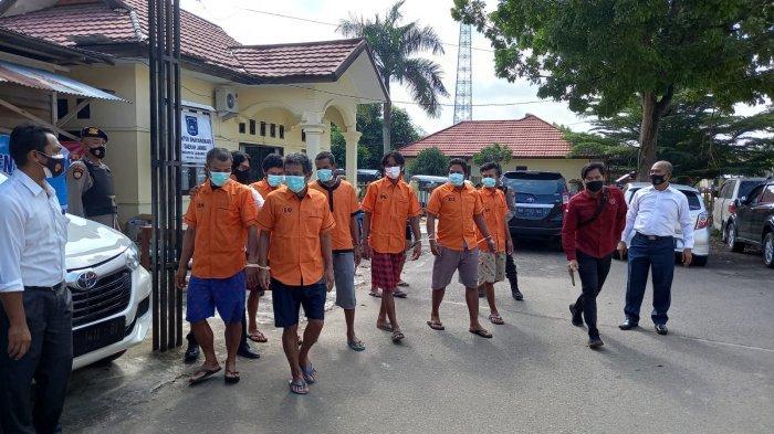 18 orang pelaku penambangan emas tanpa izin (PETI) yang berhasil ditangkap.